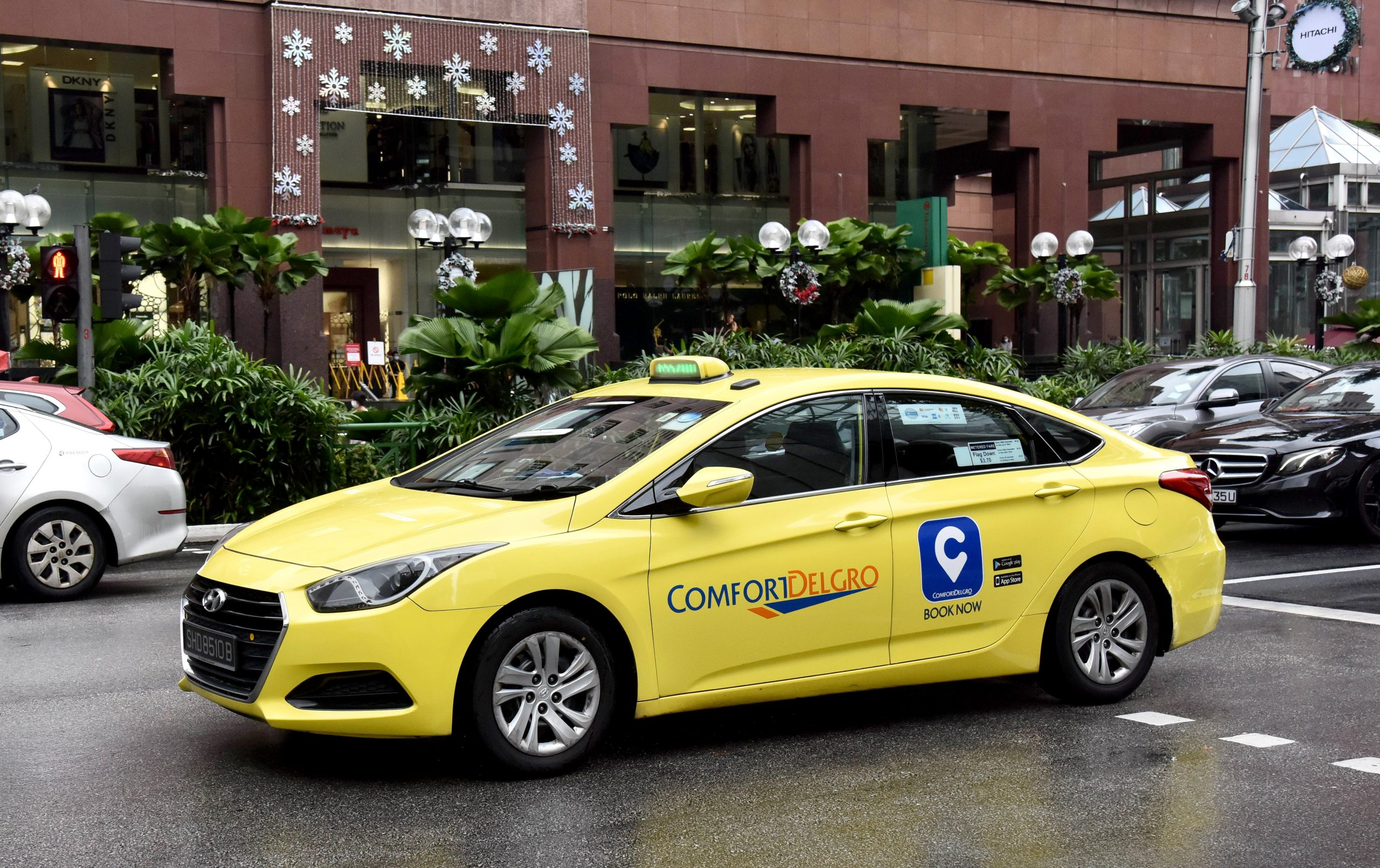 CityCab cabby commended for making U-turn to return phone to passenger and rejecting S$50 reward