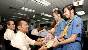 Bishan Park Secondary School Students Give Thanks to Cabbies