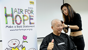 ComfortDelGro Taxis And Cabbies make $40,000 Donation To Children's Cancer Foundation